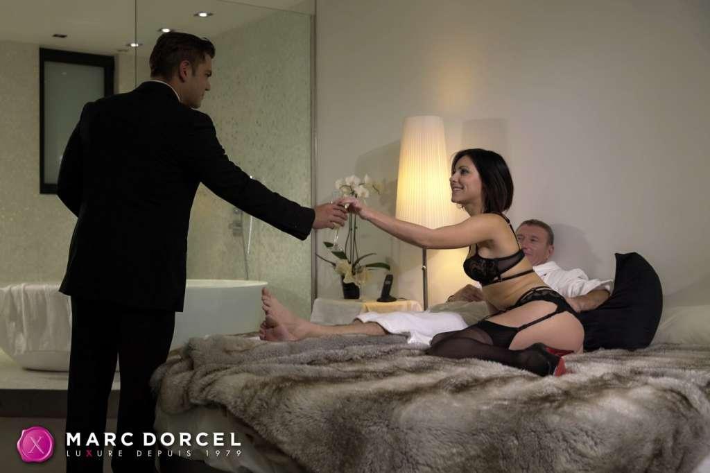 Luxure: Obedient Wives kapak