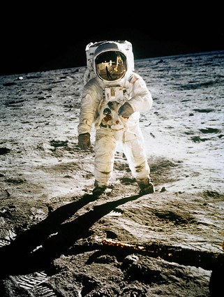 The Truth Behind the Moon Landings: Stranger Than Fiction kapak