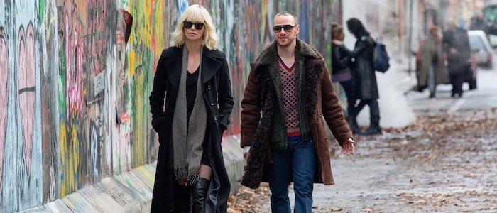 """""""Atomic Blonde"""" Fragmanı: Charlize Theron Berlin'e Gidiyor ve Herkesi Öldürüyor"""