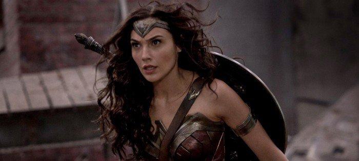 """Erkeklerin Özgüvensiz Bir Grubu """"Wonder Woman""""ın Kadınlara Mahsus Gösterimi Sebebiyle Bozuldular"""