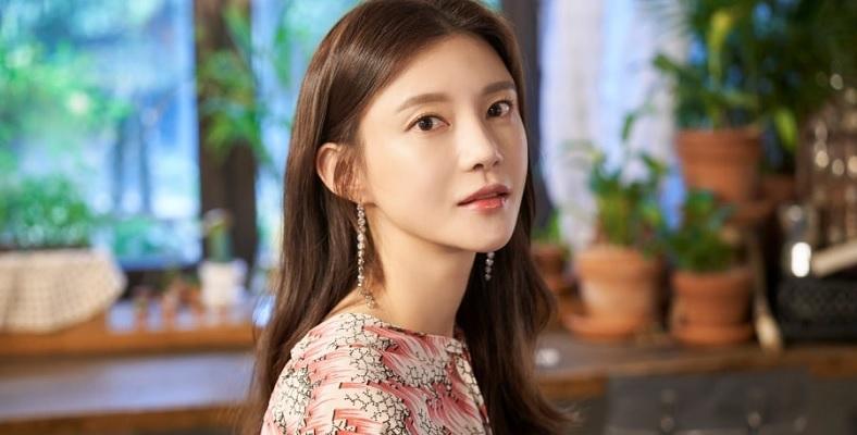 Elegant Mother and Daughter için Cha Ye Ryun ile Görüşülüyor