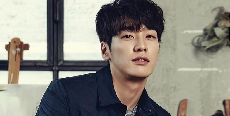 Kim Young Kwang ile 50 First Dates'in Kore Versiyonu için Görüşülüyor