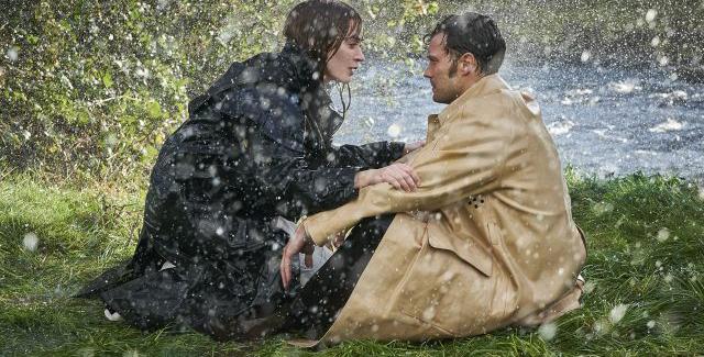 Emily Blunt ve Jamie Dornan'ın Başrollerini Üstlendiği Wild Mountain Thyme'dan İlk Resim Yayınlandı